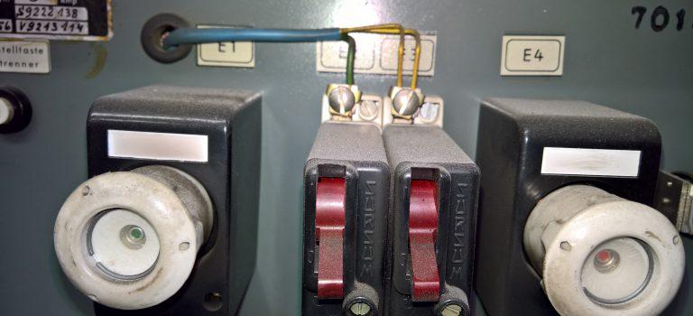 Prüfung der elektrischen Ausrüstung von Maschinen